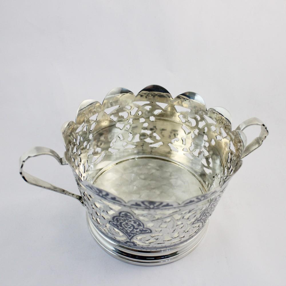 Серебряная ваза